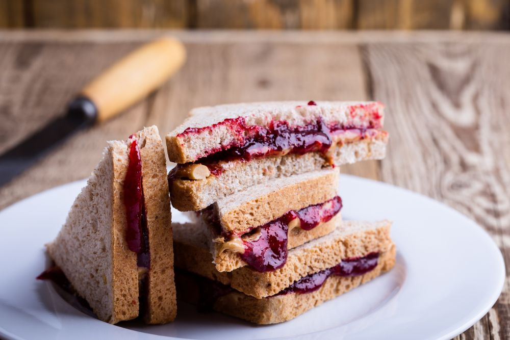 How to freeze peanut butter and jelly sandwiches