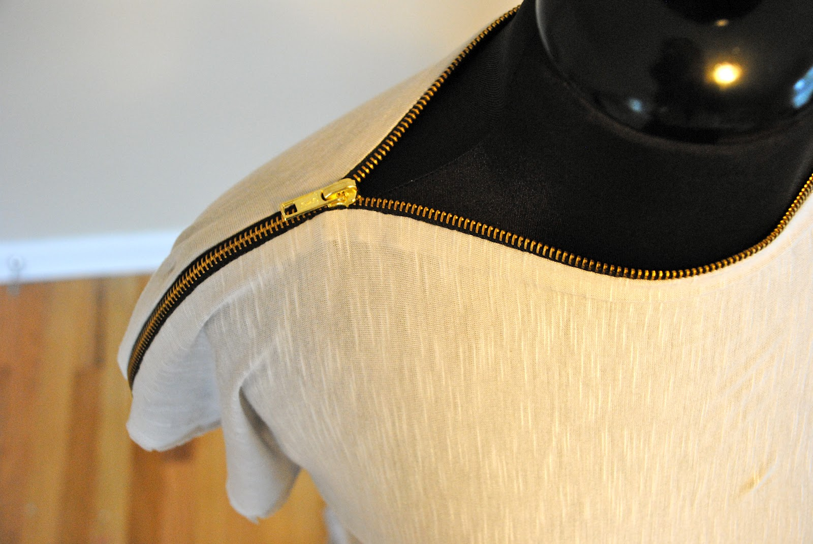 A Zipper Blouse from a T-shirt