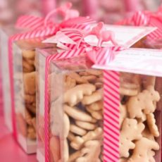 25 diy baby shower favors here are 25 diy baby shower favors to get your wheels turning and inspire some of those bundle of joy details solutioingenieria Choice Image