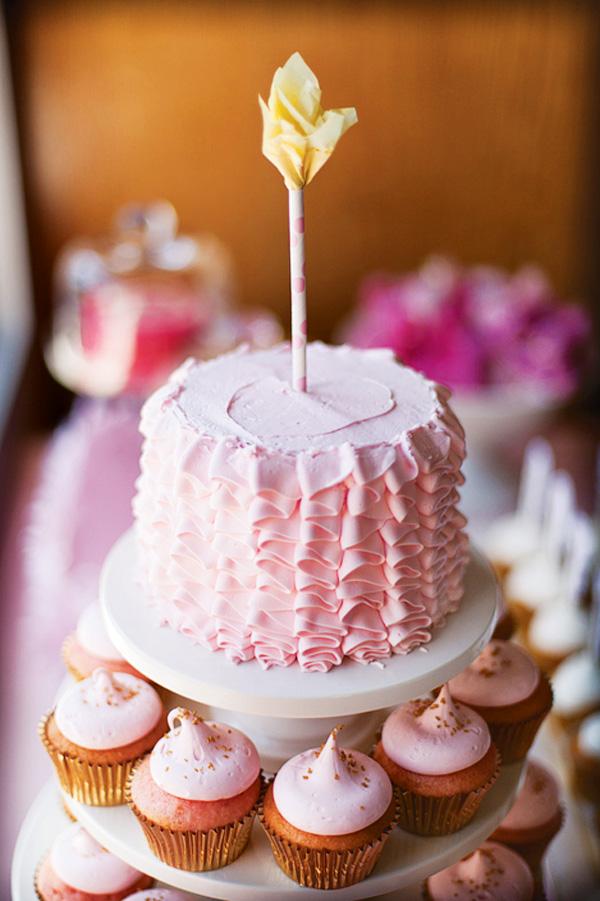 pink-ruffle-smash-cake
