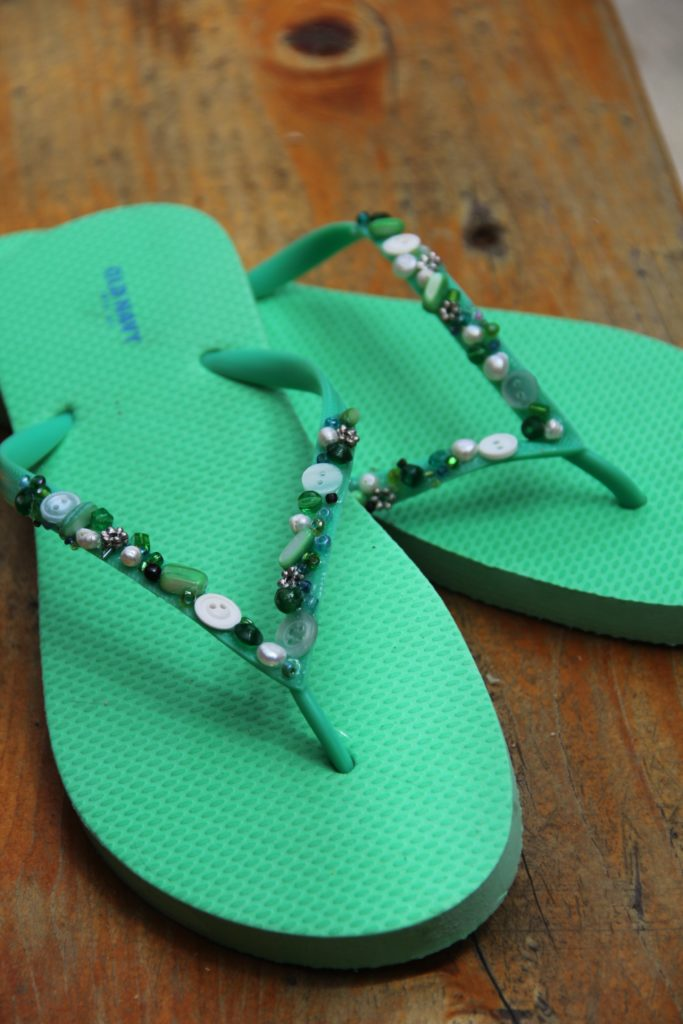 59563a34d2fd90 25 Different Ways to Fancy Your Flip Flops