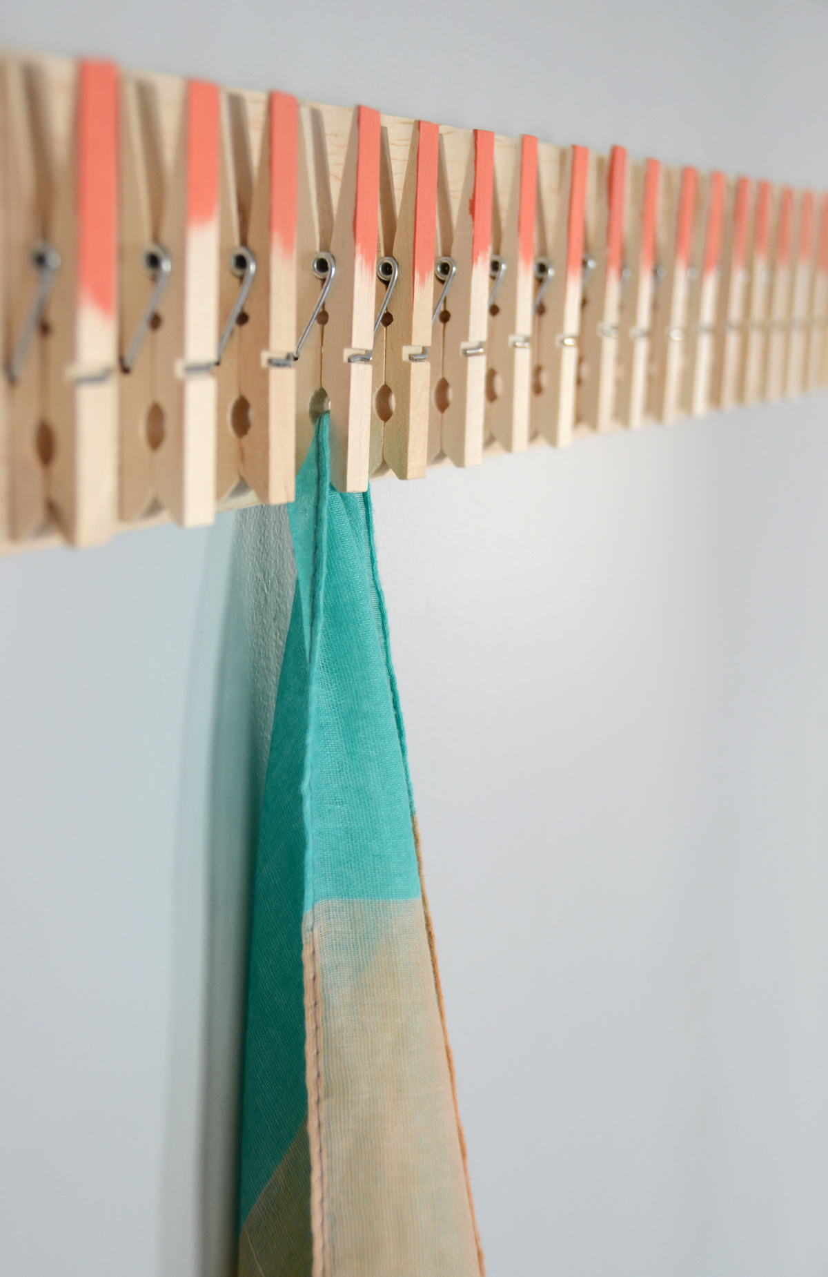 Easy diy clothespin scarf holder solutioingenieria Images