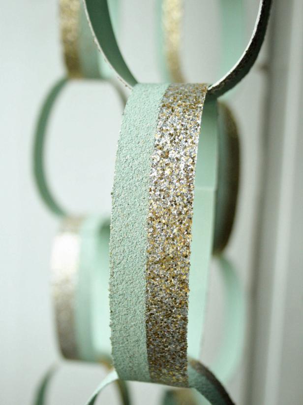 DIY Glitter Paper Chain Link