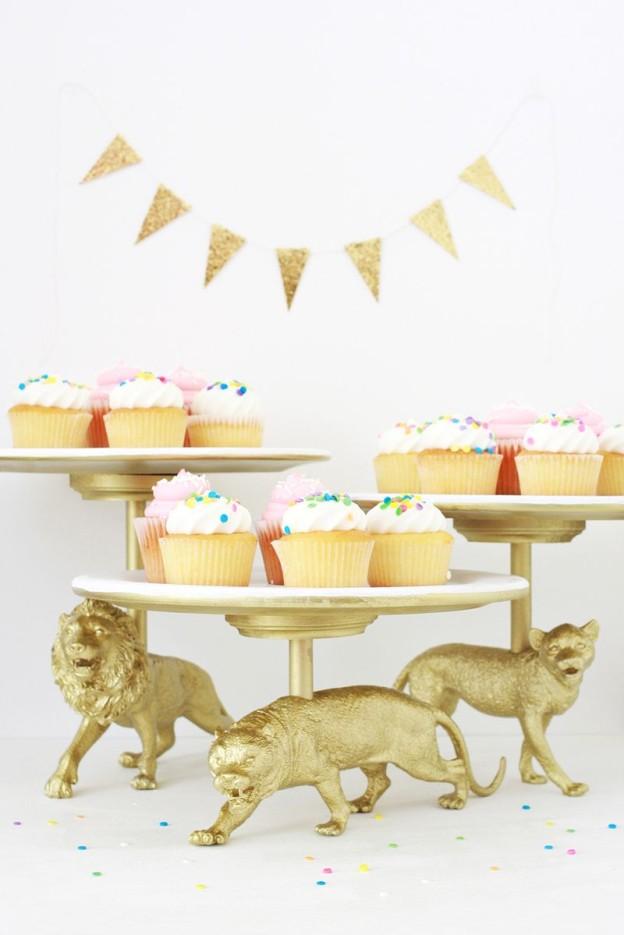 DIY Plastic Animal Cake Stand