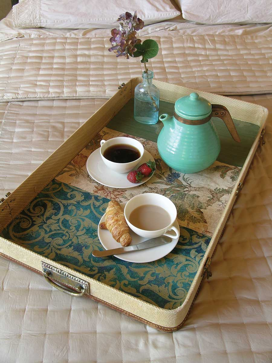 DIY Vintage Breakfast Tray from Suitcase