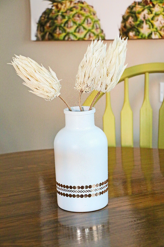 Dining table flower vase