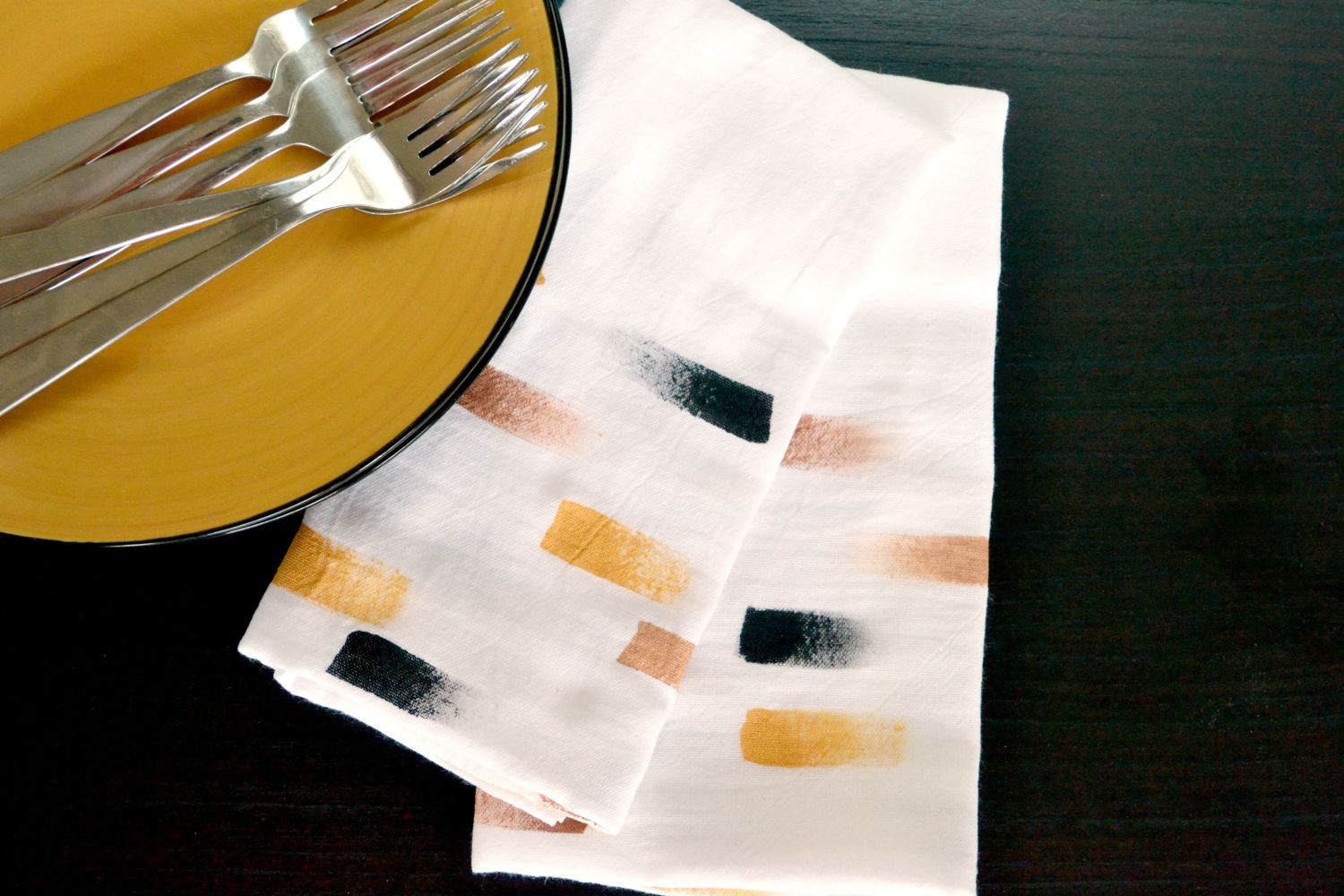 Setting table with brush stroke napkins