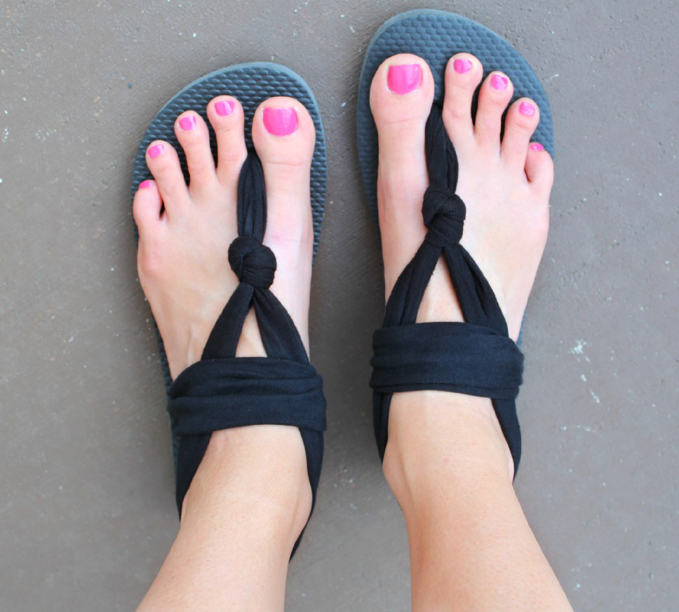 "76446f336fc61b These reportedly ""outrageously comfy"" sling sandals are easy to make using  stretch fabric and an old pair of flip flops. Head over to Down Home  Inspiration ..."