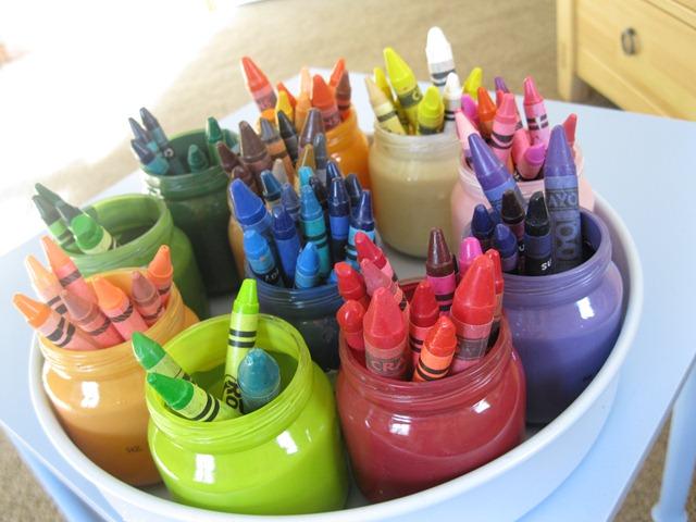 DIY Baby Food Jar Crayon Storage