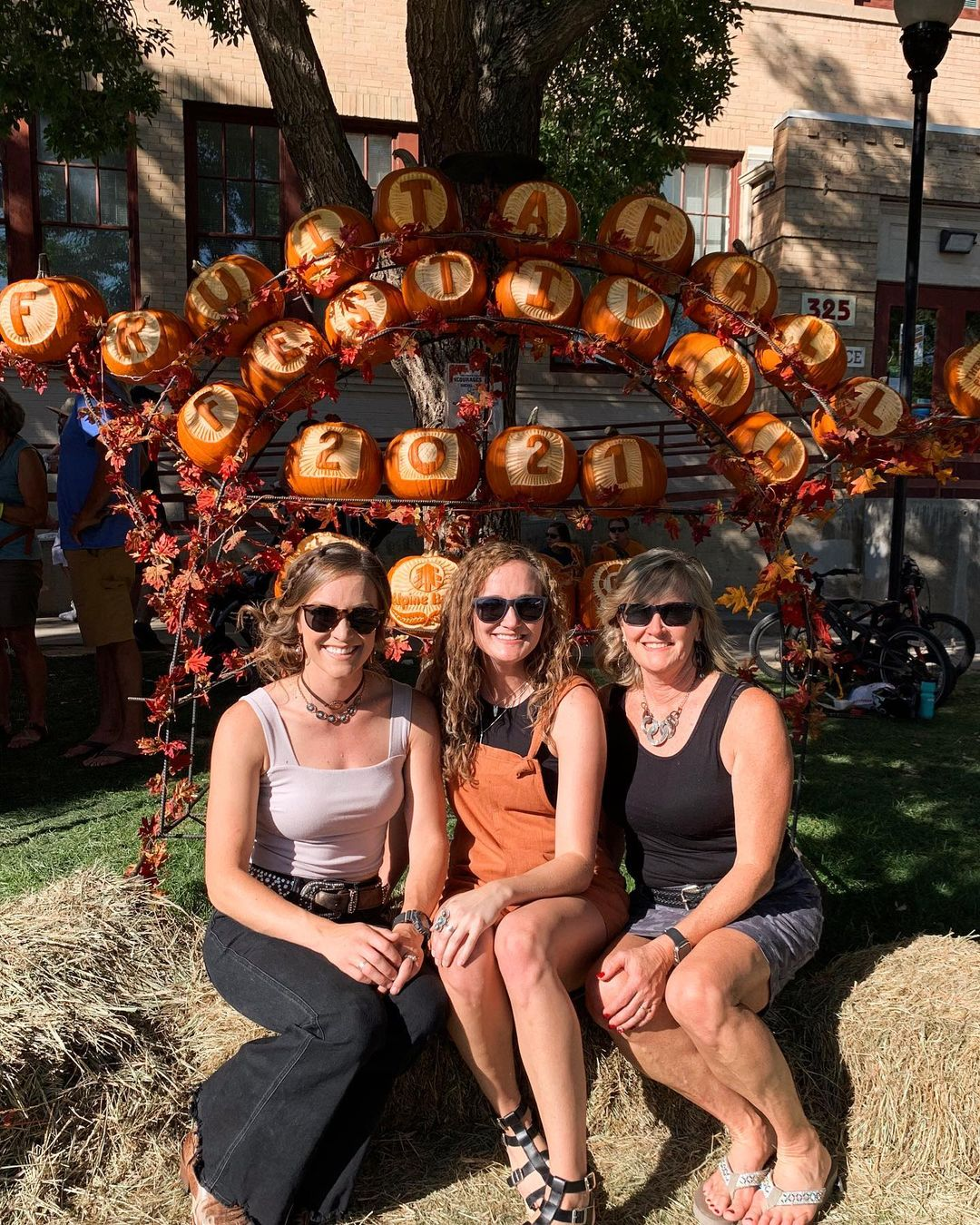 Halloween pumpkin carving ideas entrance signs