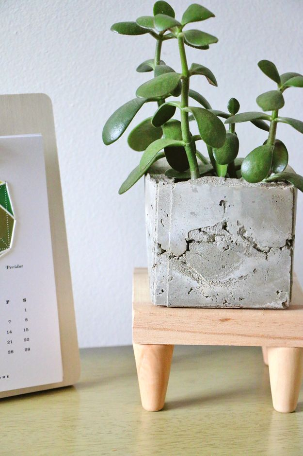 Mid century modern plant stand closer