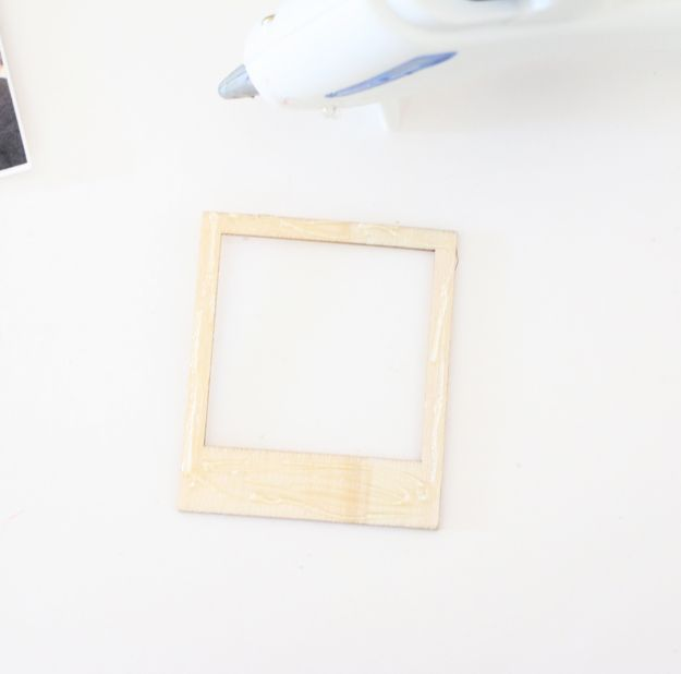 Turn Instagram Pictures Into Poloroid Magnets Frame