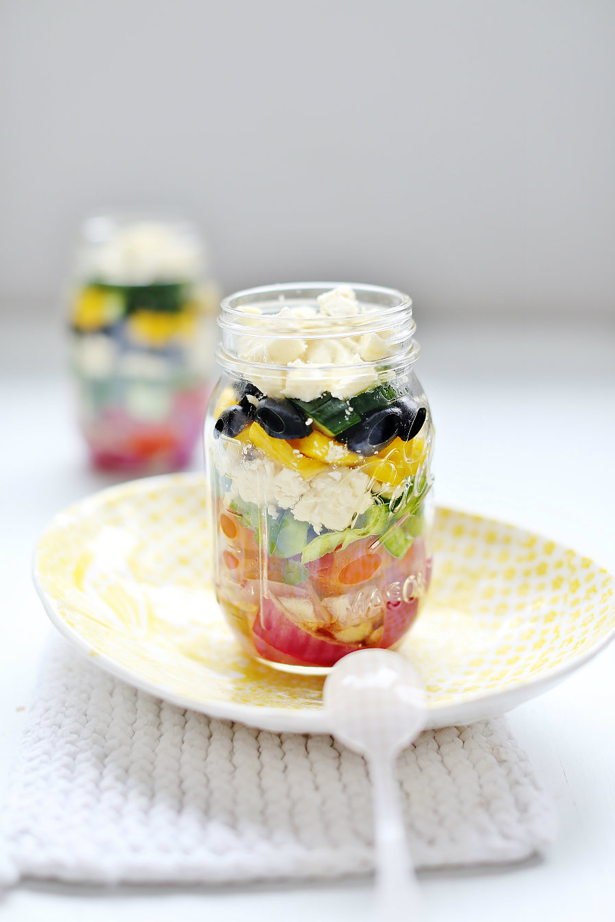greek-salad-mason-jar-abeachcottage.com-easy-to-pack-up-at-the-beginning-of-the-week-keeps-in-fridge-