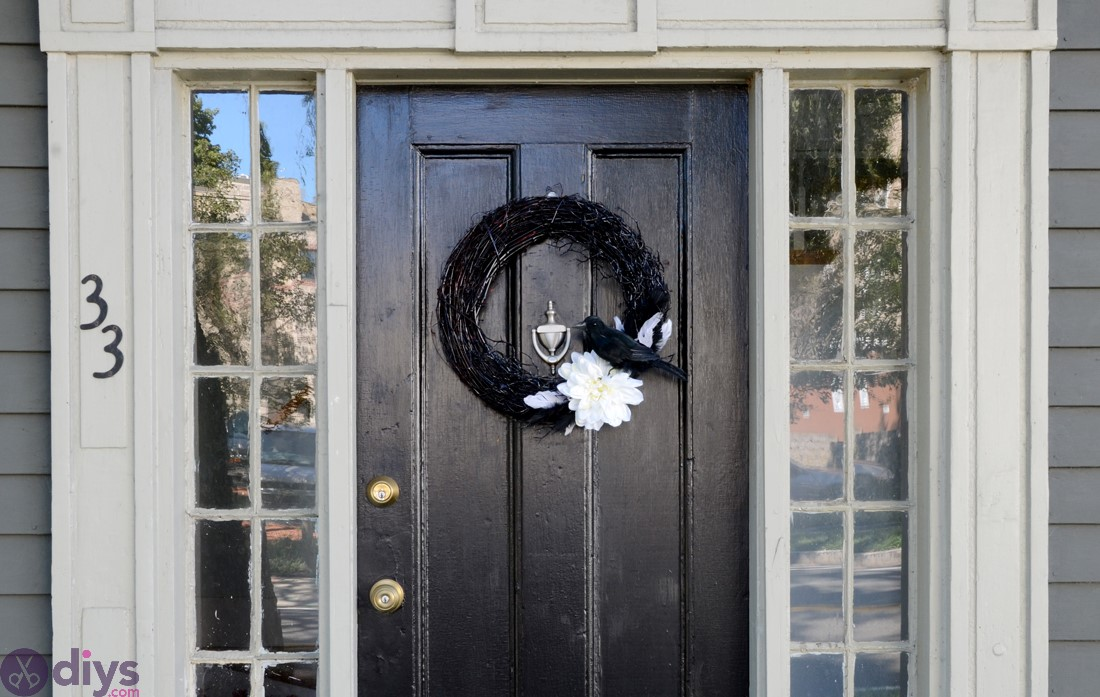 Black and white vine wreath for halloween table