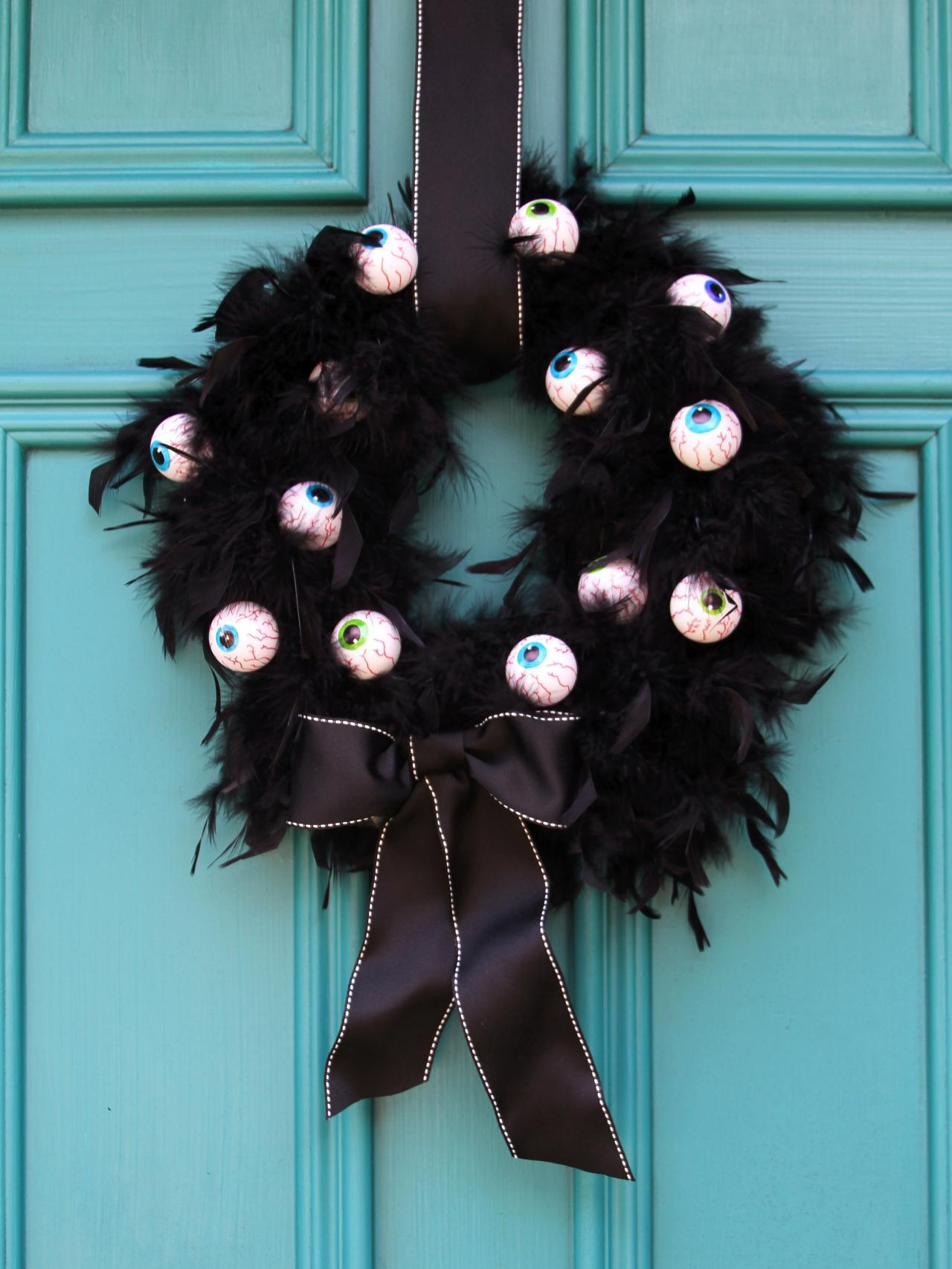 CI-Brittni-Melhoff_Halloween-eyeball-wreath_v.jpg.rend.hgtvcom.1280.1707
