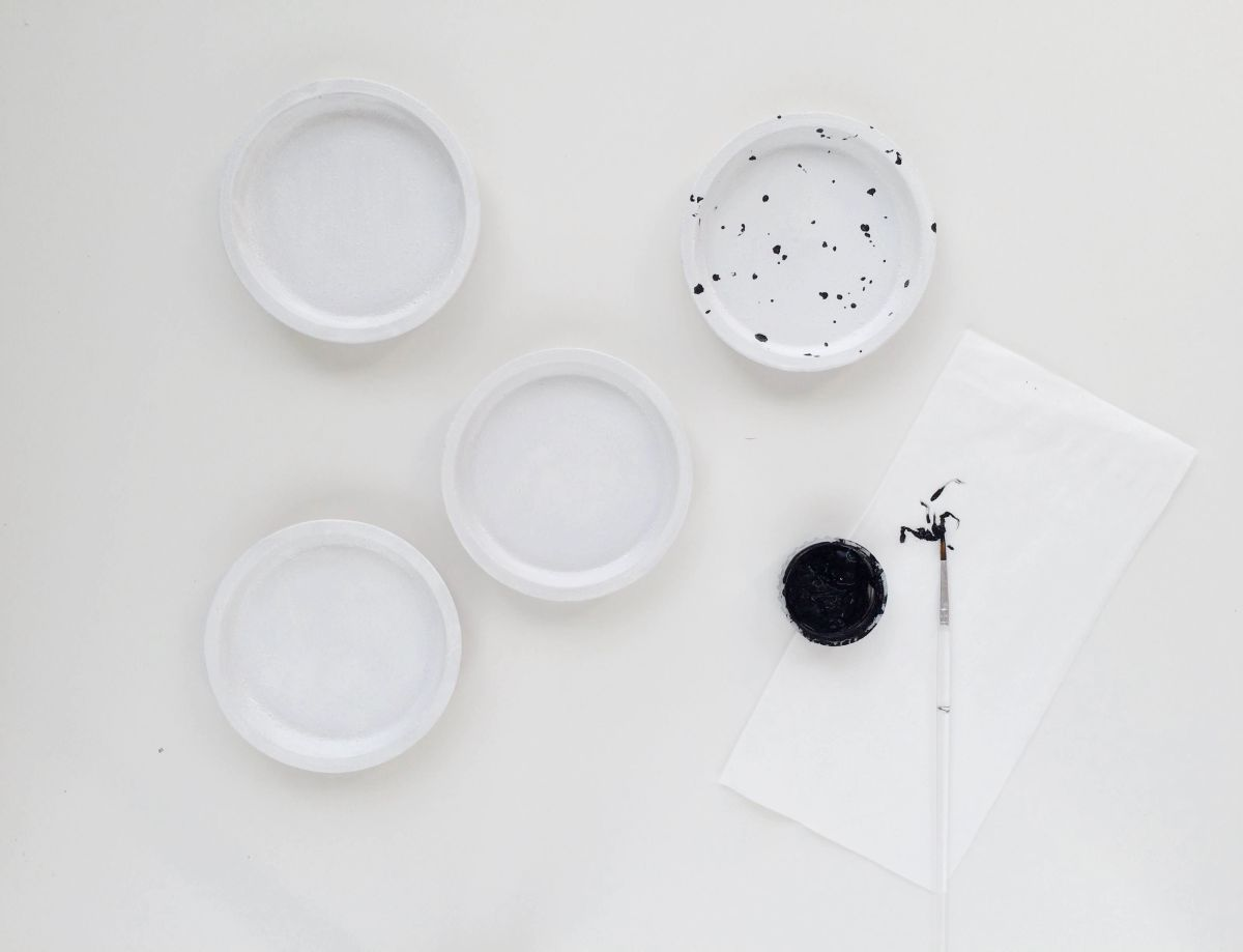 IKEA Hack : DIY Speckled Jewelry Dish from Coasters