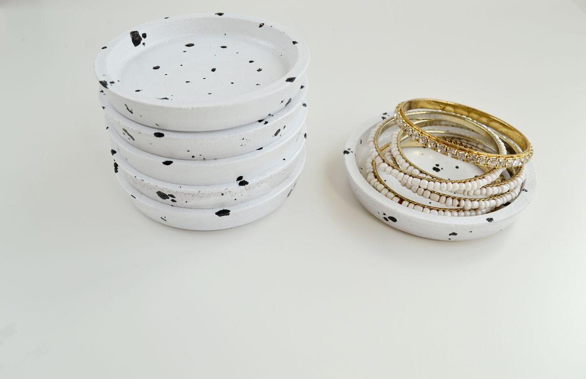 DIY Speckled Jewelry Dish