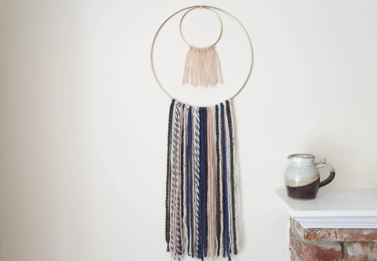 Diy yarn wall hanging for Wall hanging images