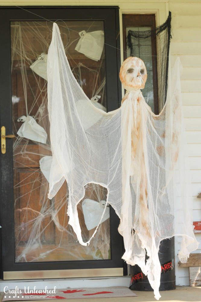 DIY-outdoor-Halloween-decorations-ghost-Crafts-Unleashed-1-666x1000