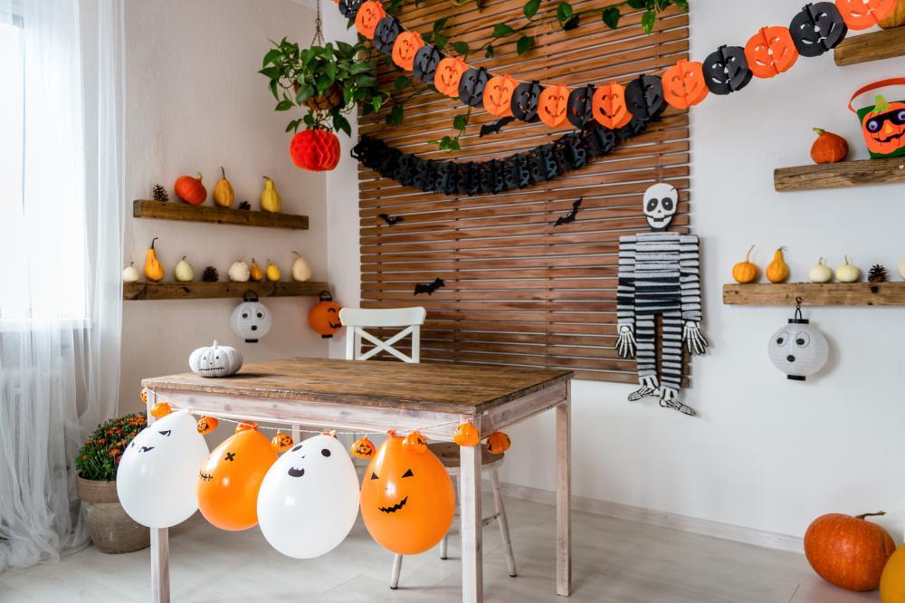 Halloween apartment decorating ideas