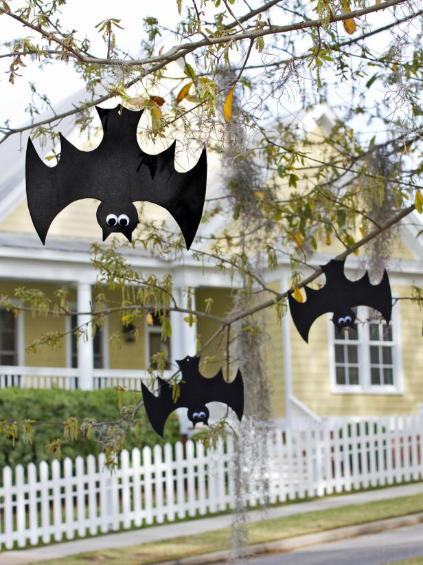 Hanging Bats Halloween DIY