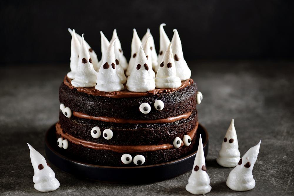 Meringue ghost halloween chocolate cake