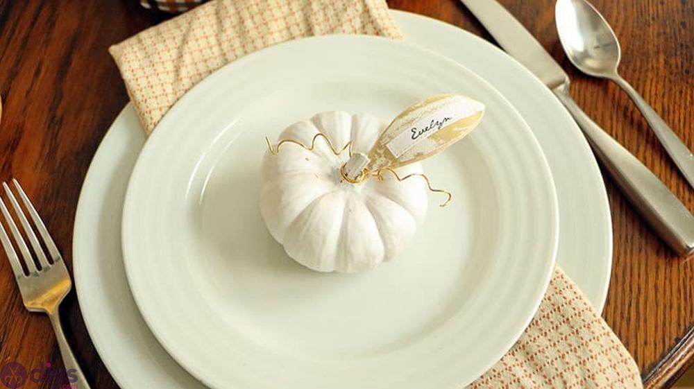 Mini pumpkin place cards halloween centerpieces