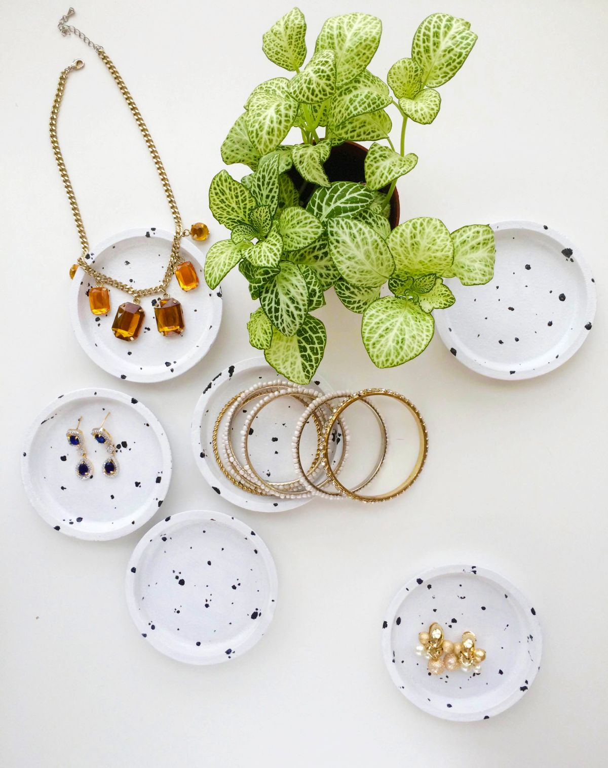 Modern Speckled Jewelry Dish from Coasters Materials