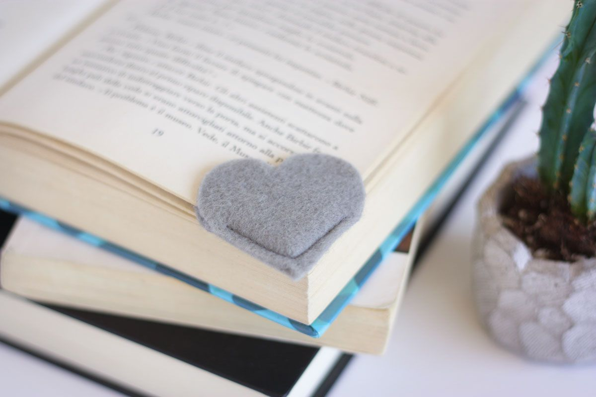 Simple DIY Heart Bookmark