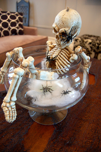 Skeleton Halloween DIY Centerpiece