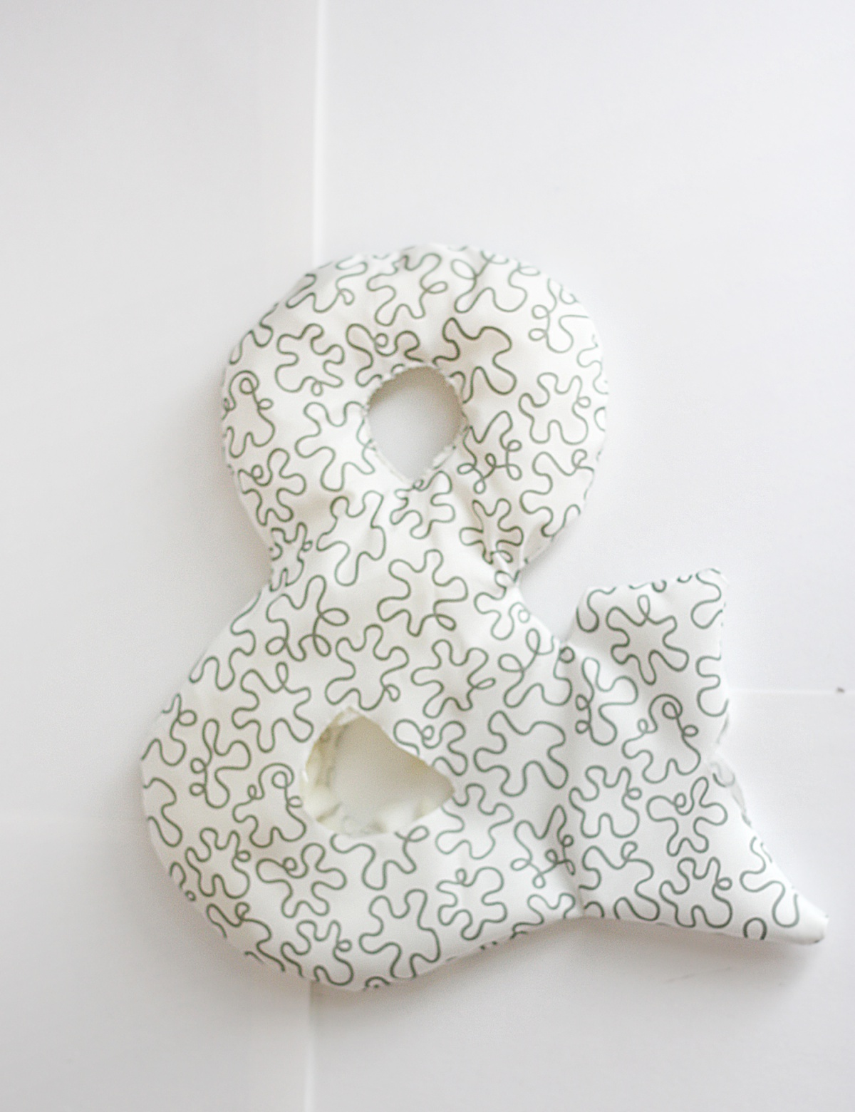 diy ampersand pillow sew and fill