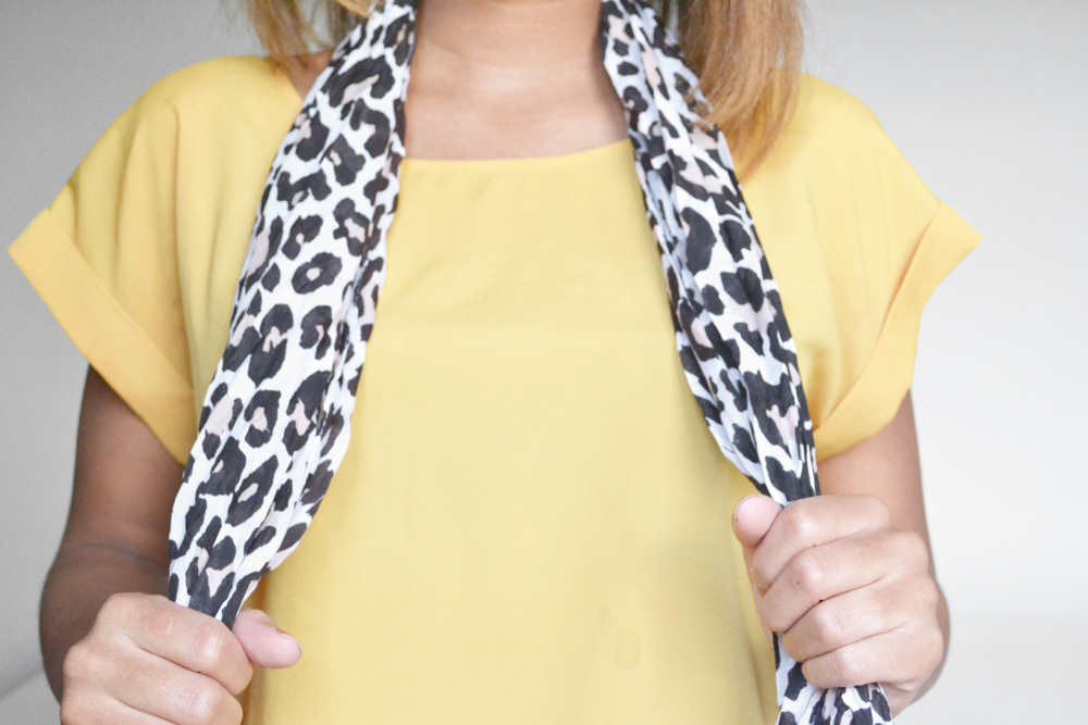 how to tie a scarf 1