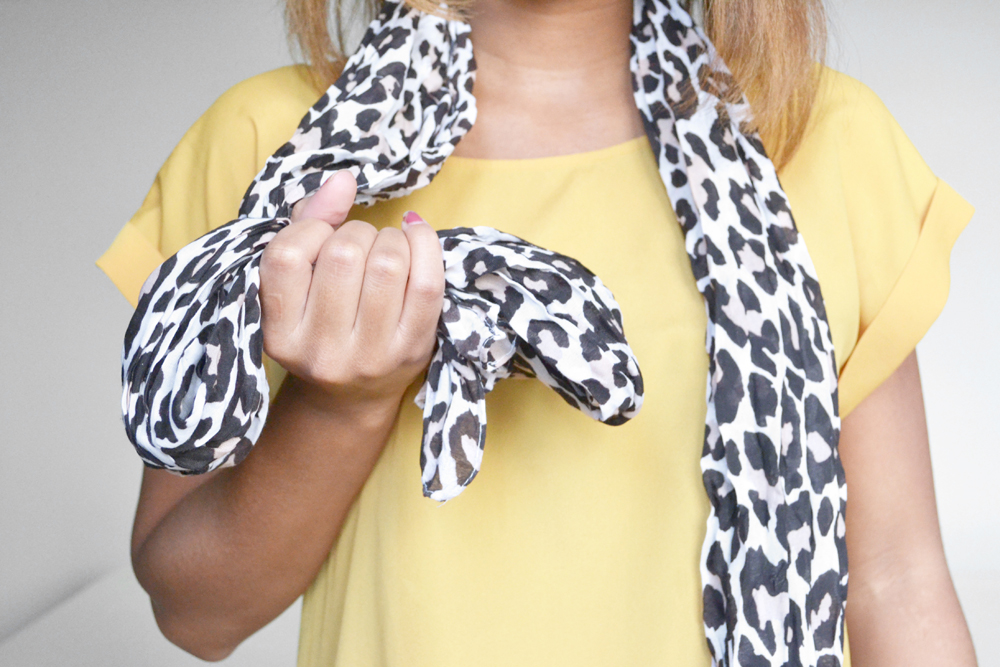 how to tie a scarf 3