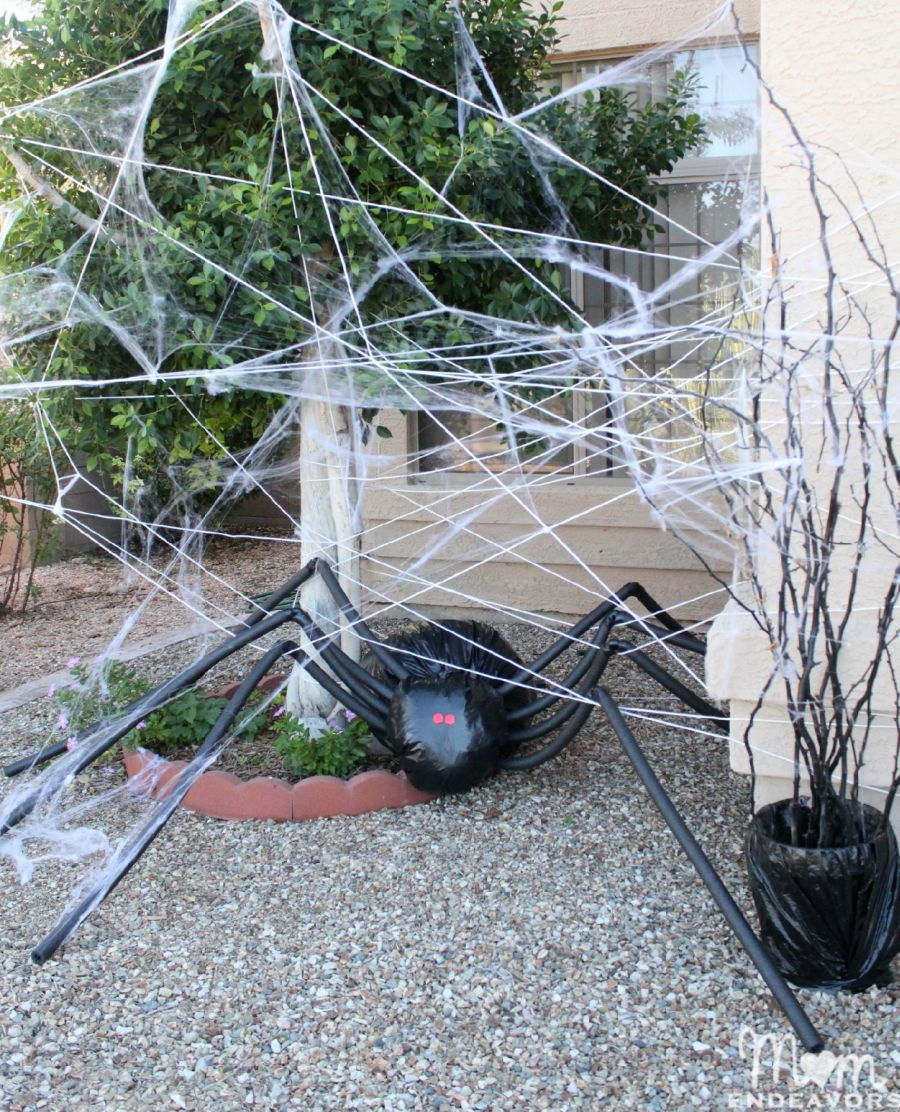 wonderful-diy-halloween-outdoor-decor-with-black-giant-spider-like-original-web-decorated-at-garden-for-halloween-yard-decorations