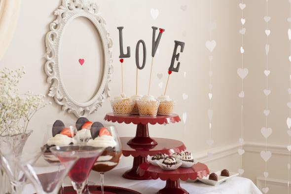 2013-12-10_Biggs-valentines-day-cupcake-topper-love-pieces-full