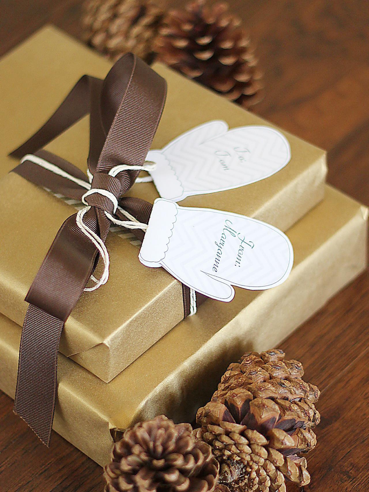 CI-Kori-Clark_Christmas-Gift-Tag-Mittens1_v.jpg.rend.hgtvcom.1280.1707