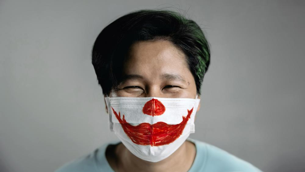 Happy surgical mask easy clown makeup