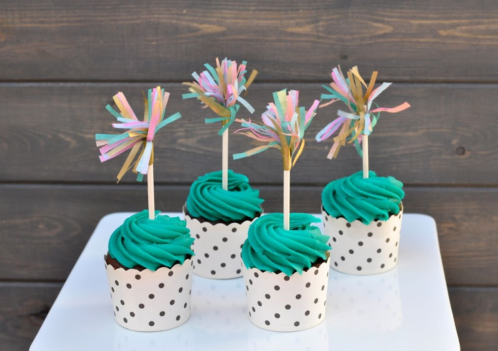 Make-your-own-tissue-paper-fringe-cupcake-toppers