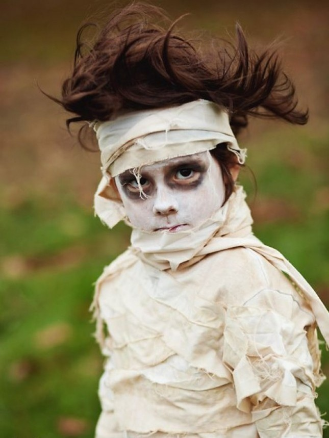 Mummy DIY Costume. This is the perfect last minute ...  sc 1 st  DIYS.com & 25 DIY Halloween Costumes For Little Boys