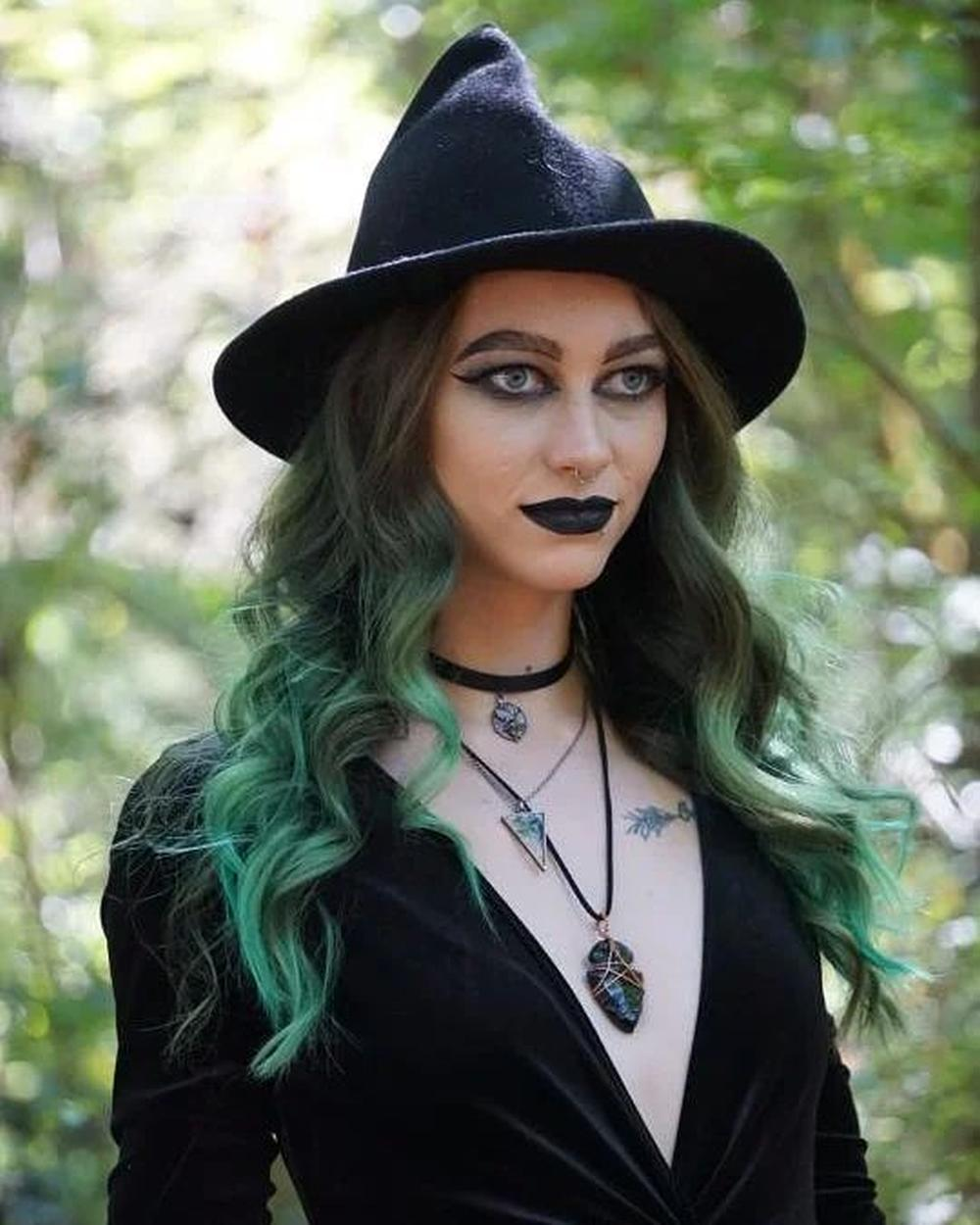 Simple witch makeup