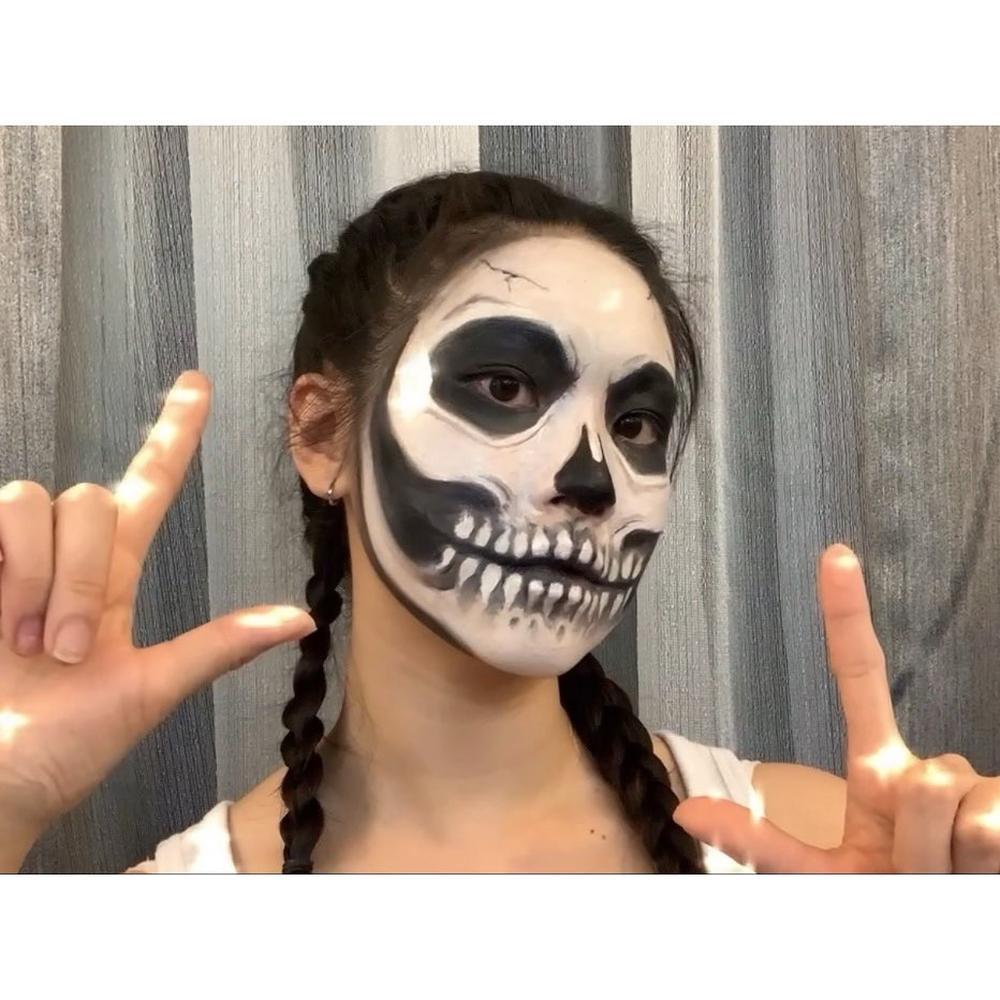 Women's skeleton makeup