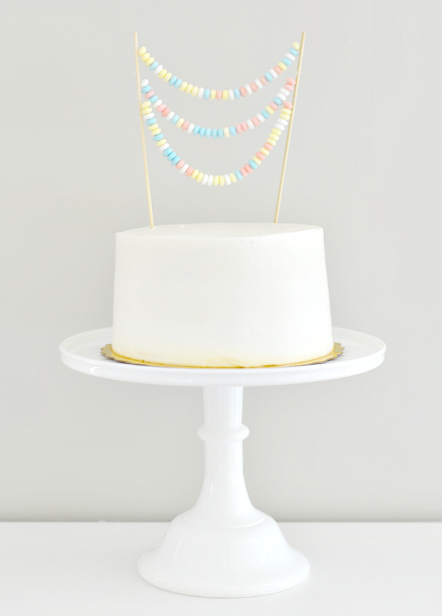 candy necklace cake toppre