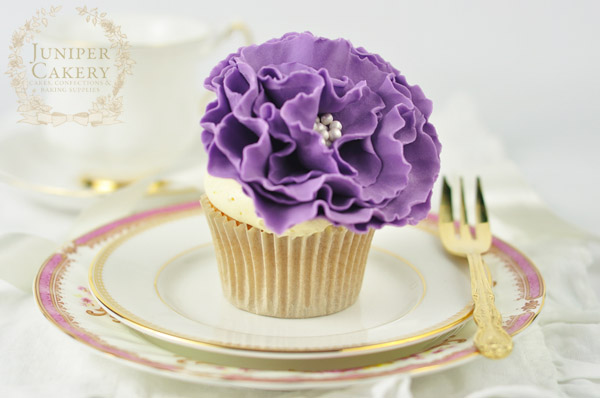 ruffled-flower-tutorial-cupcake-juniper-cakery-600