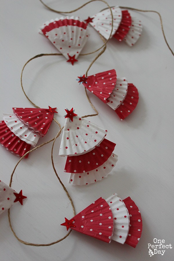 28 diy christmas crafts for kids diy christmas cupcake liner garland solutioingenieria Choice Image