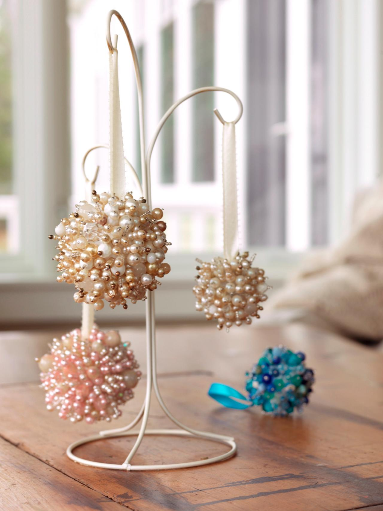 35 DIY Christmas Ornaments: From Easy To Intricate!