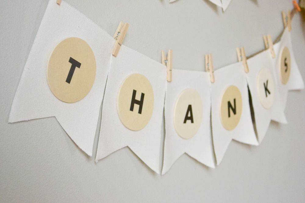 DIY Give Thanks Banner For Thanksgiving Clothes Pins