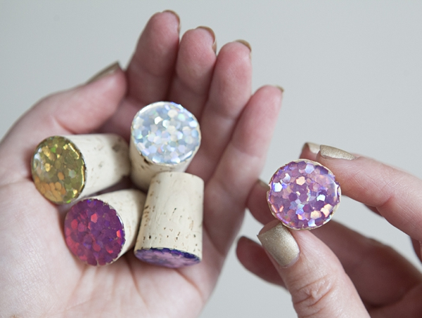 DIY Glitter Winestoppers