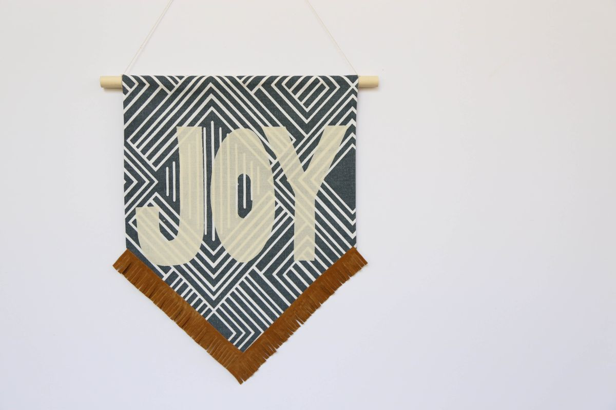DIY Holiday Fabric Banner - Christmas Joy