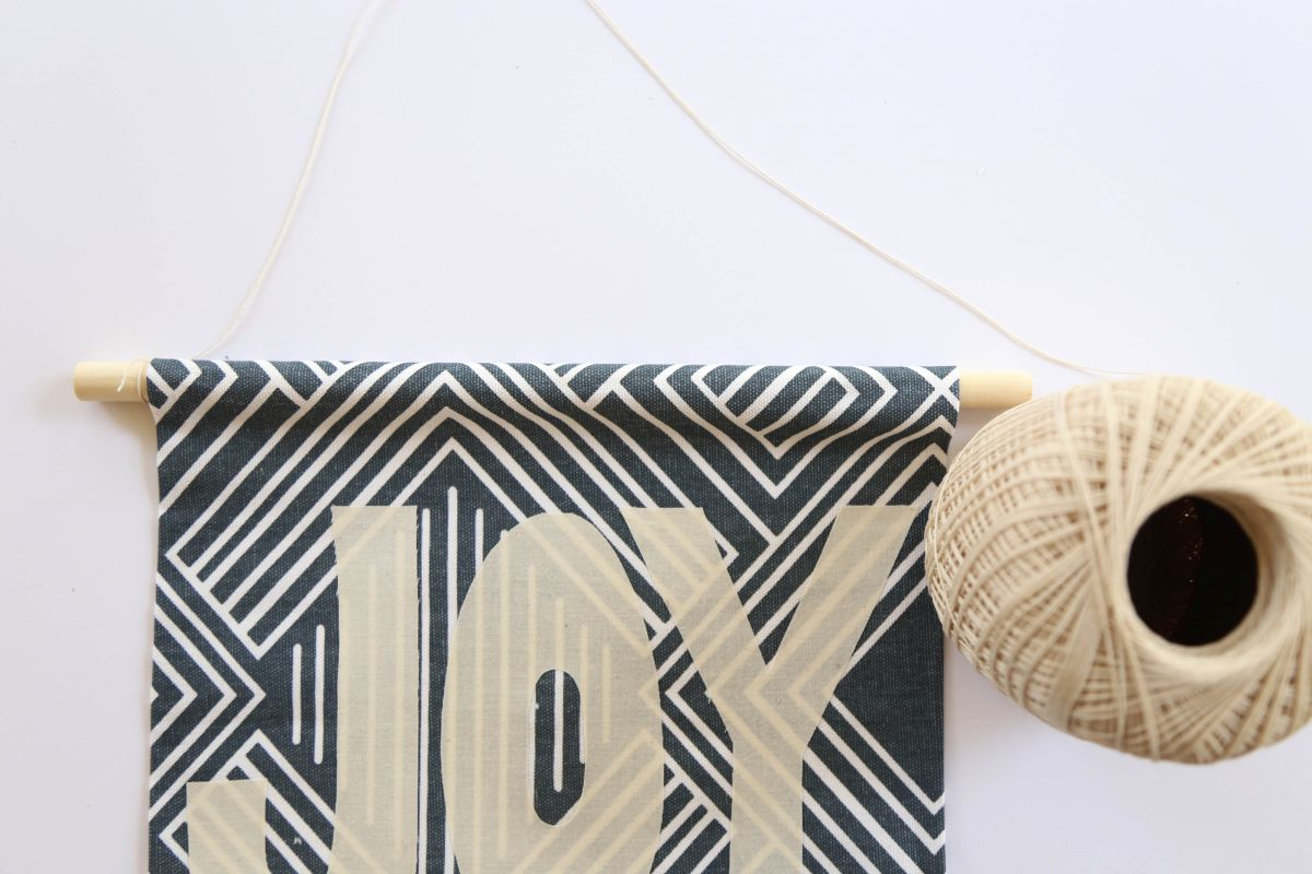 DIY Holiday Fabric Banner - string
