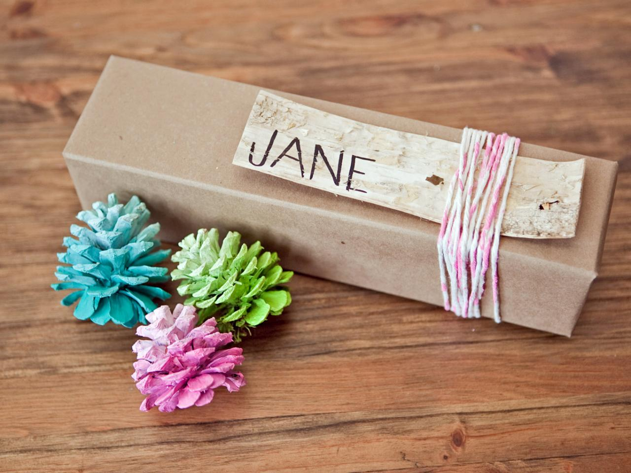 Pine Cone Ornament DIY Favor